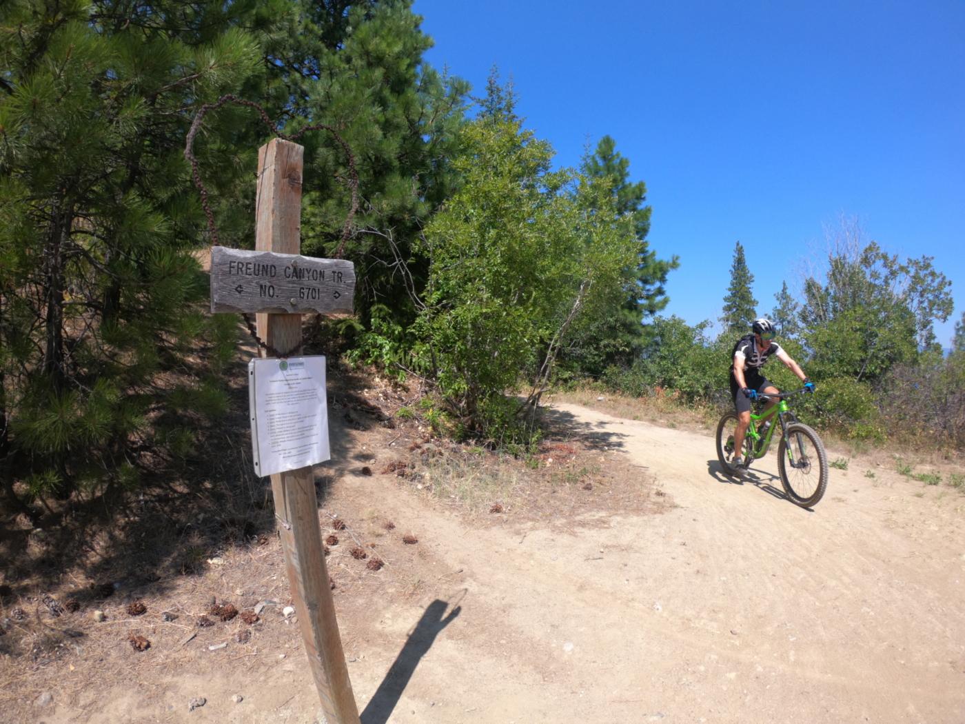 rustic trail sign mountain bikers Leavenworth washington