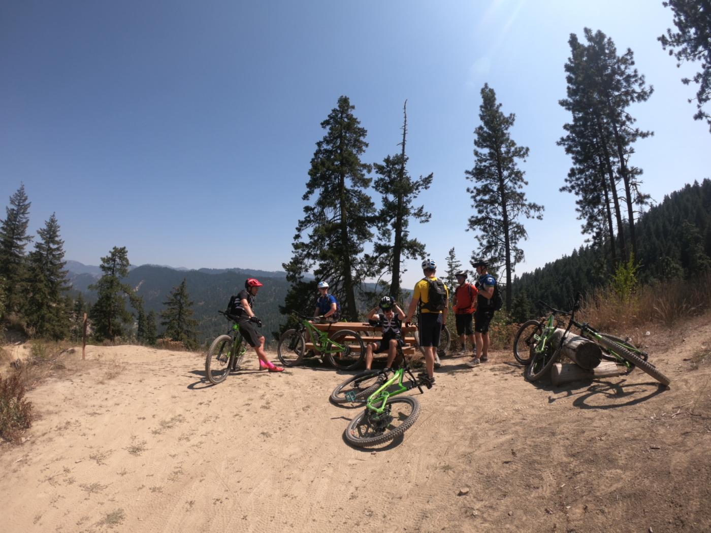 mountain bikers taking a break on freund canyon
